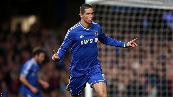 Fernando Torres celebrates scoring