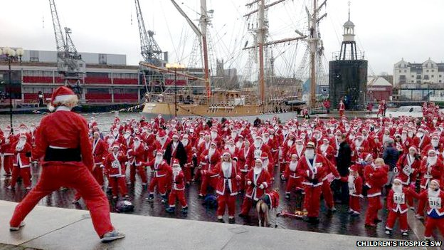 Santa runners warming up in Bristol