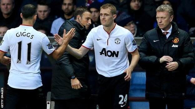 Manchester United midfielder Darren Fletcher (centre) comes on after 70 minutes against Aston Villa
