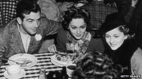 Olivia de Havilland, Joan Fontaine with actor John Payne in 1940