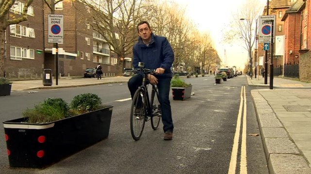 Chris Boardman on divided road