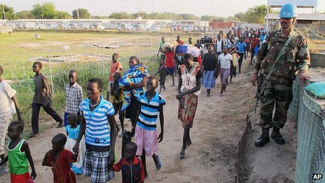 UN handout showing civilians arriving at one of the UN compounds in Juba (17 December 2013)