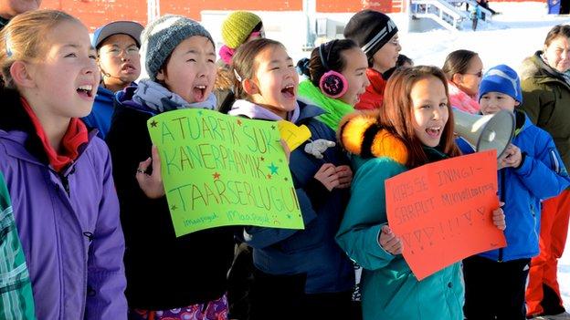 Students protesting outside Narsaq's council building