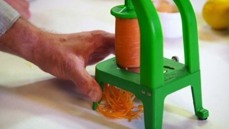 Vegetable spaghetti maker