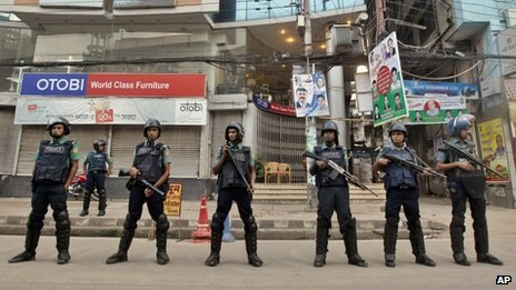 Police in Dhaka (October 2013)