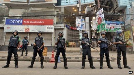 Police in Dhaka (October 2013)
