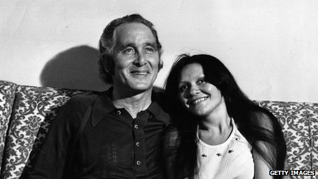 File photo from 12 February showing Ronald Biggs with his Brazilian girlfriend Raimunda Nascimento de Castro in Rio de Janeiro, Brazil