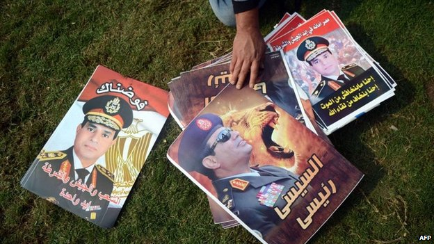 A street vendor sells posters of Gen Abdul Fattah al-Sisi in Cairo (19 November 2013)