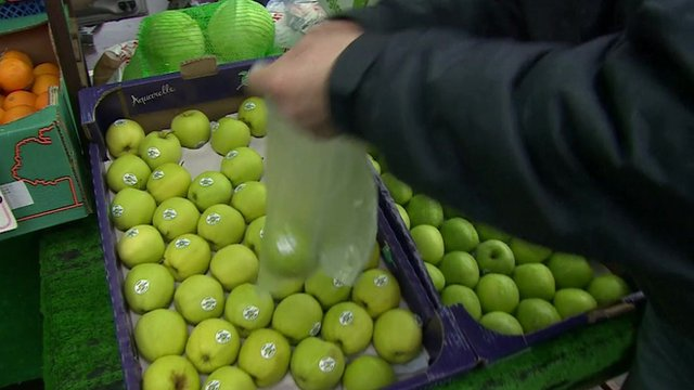 Apples on a market stall