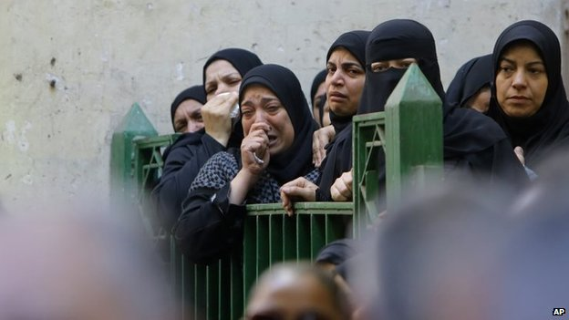 Women at the funeral of a man killed in clashes in Cairo (21 Nov 2013)