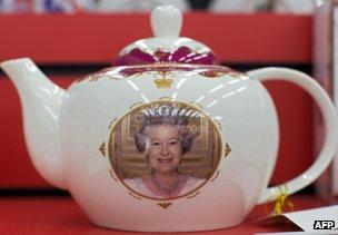 Teapot featuring the Queen's portrait