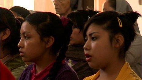 Maya churchgoers in Templo la Caridad, San Cristobal de las Casas