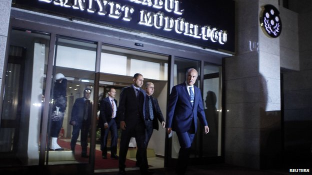 Istanbul police chief Huseyin Capkin (front) leaves the police headquarters in Istanbul (18 December 2013)