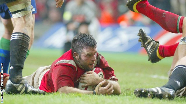 Mefin Davies scores against the All Blacks in 2004