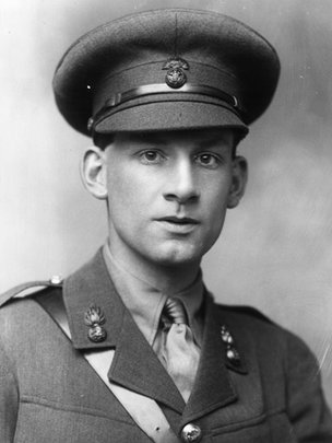 war poets brooke sassoon and rosenberg Isaac rosenberg was an english poet of the first world war who was considered to be one of the greatest of all english war poets his poems from the trenches are recognised as some of the most outstanding written during the first world war.