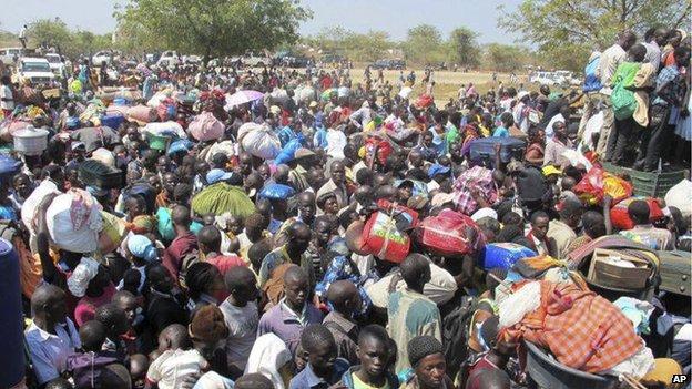 Civilians seek refuge at the UNMISS compound in Bor (18 December)