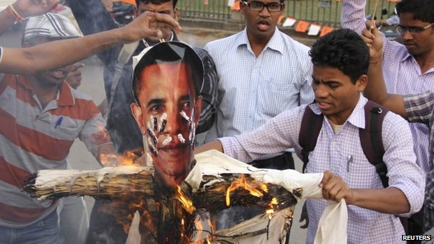 Protesters burn an effigy of US President Barack Obama in the eastern Indian city of Bhubaneswar December 19, 2013