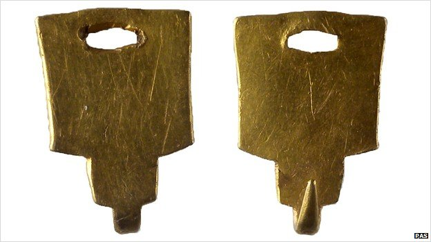 Post-medieval gold dress fastener