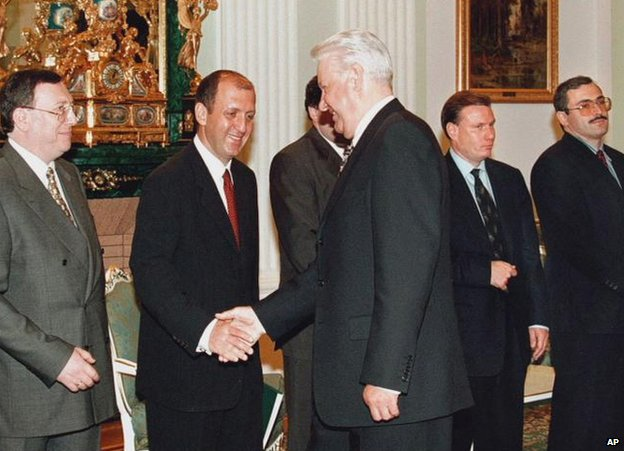 Mikhail Khodorkovsky (first from the right) meeting Boris Yeltsin (centre) along with other tycoons at the Kremlin, 2 June 1998
