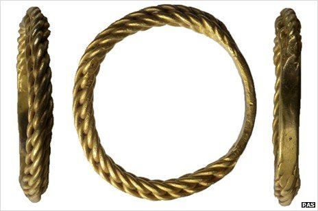 Late Saxon (Viking period) gold finger ring