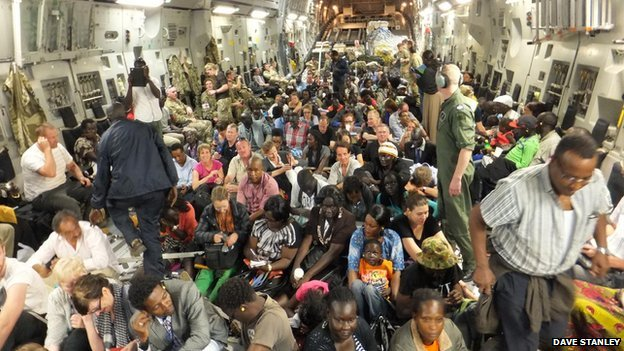 Foreigners are evacuated by plane from South Sudan