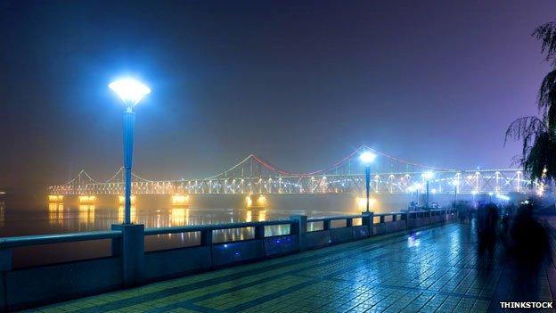 Electric lights on the Friendship bridge