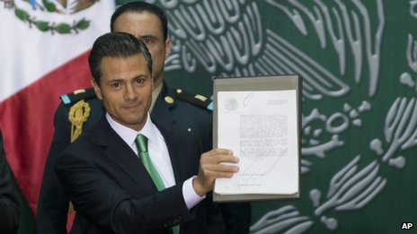 Pena Nieto signs energy law