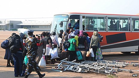 Ugandan citizens arrive in Entebbe from South Sudan