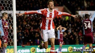 Peter Crouch scores to put Stoke 2-1 up against Aston Villa