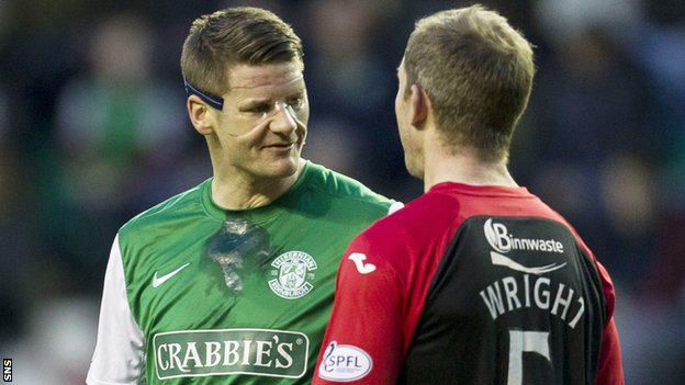 Hibernian defender Michael Nelson has words with Frazer Wright