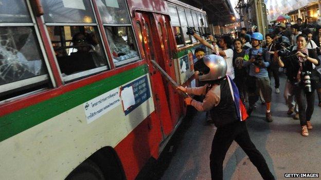 Anti-government attack the bus close to Rajamala Stadium in November 30, 2013 inside Bangkok