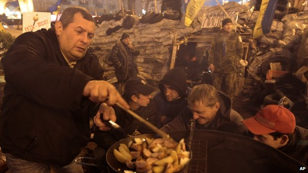 Protesters fries potatoes on Independence Square - 22 December
