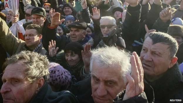 Protesters vote with hands - 22 December
