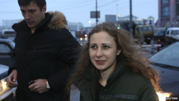 Maria Alyokhina speaks to the media after her release