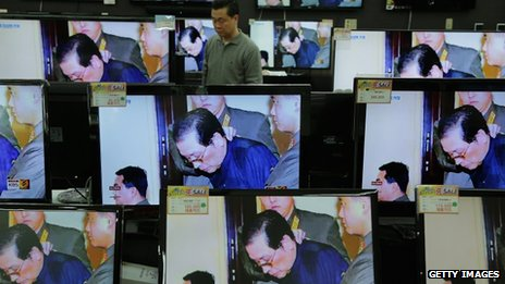 TV monitors displayed at Yongsan electronic market show the news of Chang Song-thaek's execution on 13 December 2013 in Seoul, South Korea