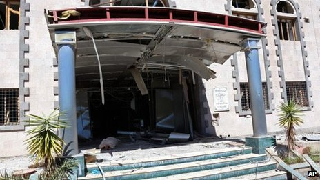 Damaged entrance to military hospital at Yemeni defence ministry complex in Sanaa (5 December 2013)