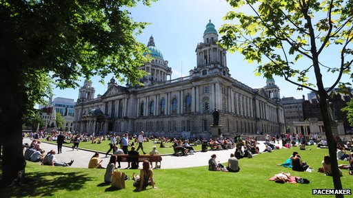 Sunshine at Belfast City Hall