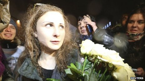 Maria Alyokhina  of Russian punk protest band Pussy Riot arrives at Moscow's Kursky railway station on 23 December, 2013
