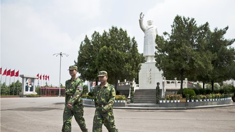This Mao statue, built in 1993, stands at the centre of Nanjie Village, Henan Province. Every day there are two guards protecting the statue. Picture taken on September 2009.
