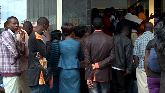 Long queues at Zimbabwe's bank