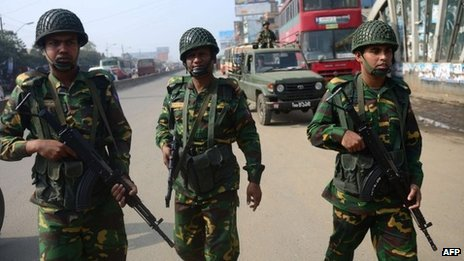 Bangladesh troops patrol streets of Dhaka. Photo: 24 December 2013