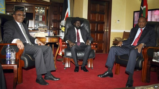 Ethiopian PM Hailemariam Desalegn, (L), South Sudanese President Salva Kiir (C), and Kenyan President Uhuru Kenyatta (R)