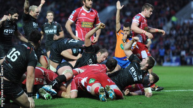 Ospreys celebrate Ian Evans' winning try at Scarlets