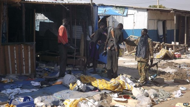 South Sudanese troops walk past ransacked shops in Bor. Photo: 25 December 2013