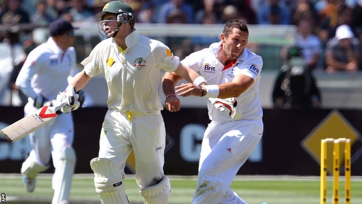 Tim Bresnan (right) and Steve Smith collide