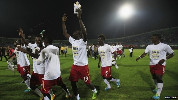 "Ghana""s soccer team celebrates winning their 2014 World Cup qualifying second leg playoff soccer match against Egypt at Air Defence ""30 June"" stadium in Cairo, November 19, 2013."