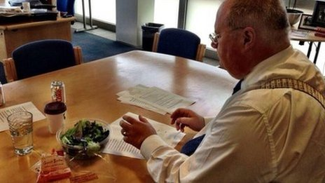Eric Pickles eating a salad as he puts the final touches to his LGA speech
