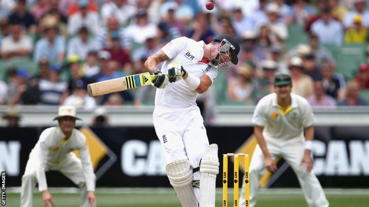 Kevin Pietersen avoids a bouncer