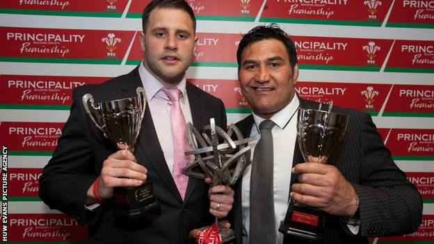 Pontypridd captain Chris Dicomidis and coach Dale McIntosh