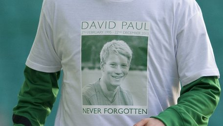 Hibs players marked the death of academy player David Paul by wearing special T-shirts ahead of their game against Kilmarnock at Easter Road